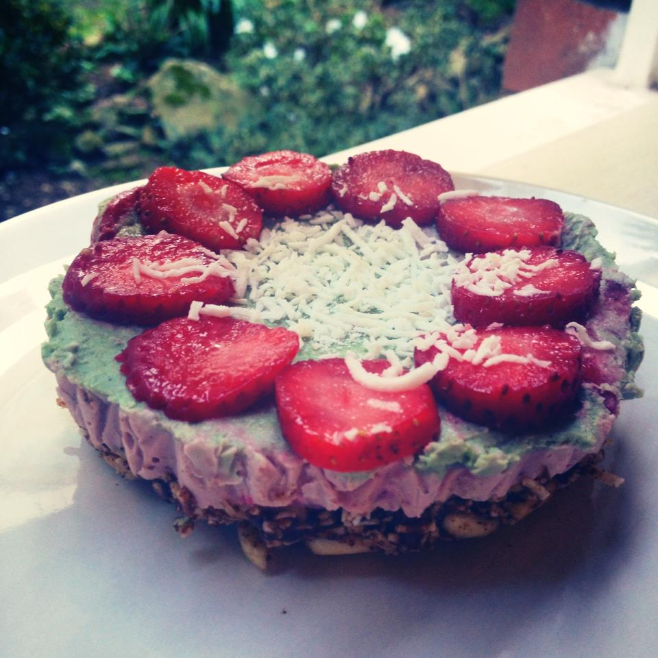 Raw Vegan Strawberry Spirulina Cheesecake