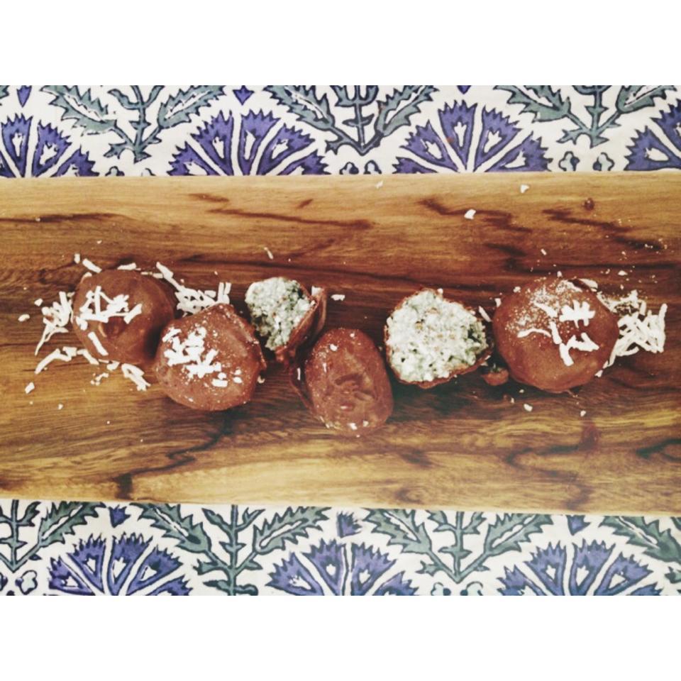 Raw Mint and Spirulina Coconut Truffles